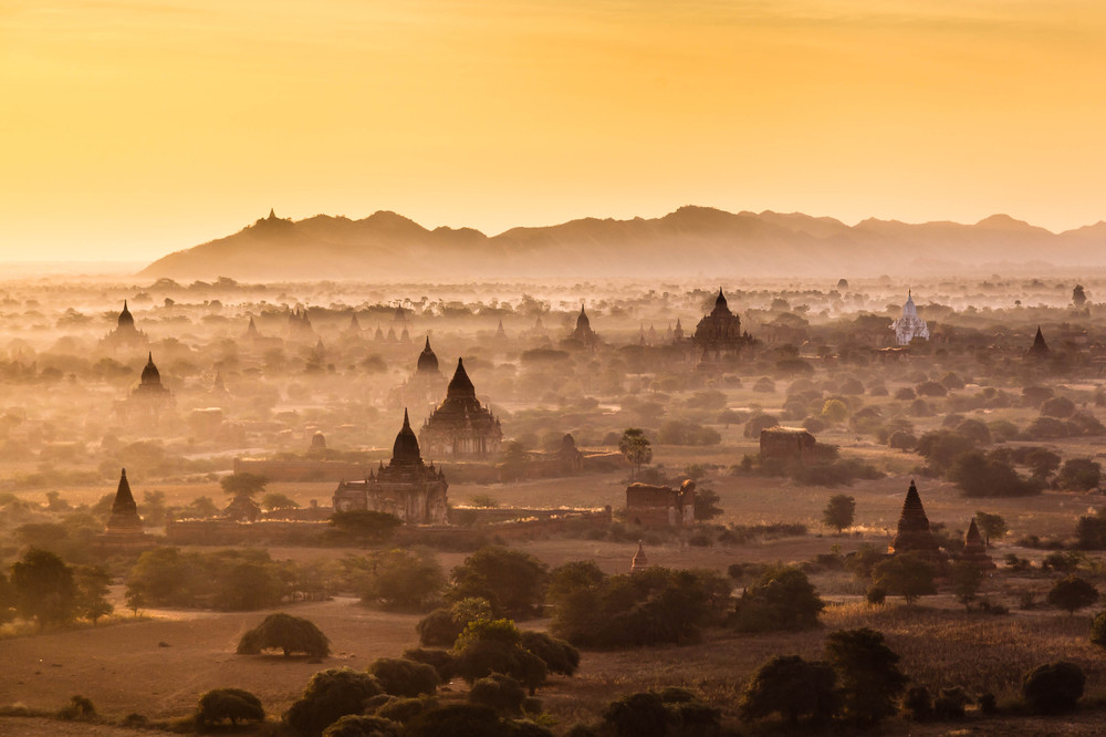 3. Platz: Myanmar - The Land of a Million Pagodas von Wolfgang Ende
